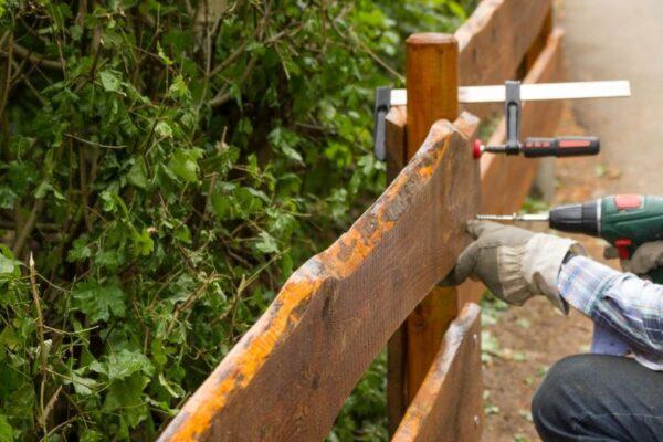 Zaun im Garten bauen